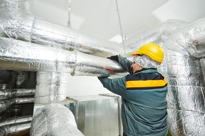 Изолировщик на термоизоляции