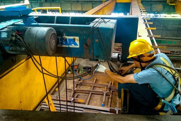 Слесарь по техническому обслуживанию и ремонту грузоподъемных кранов и механизмов (сооружений)