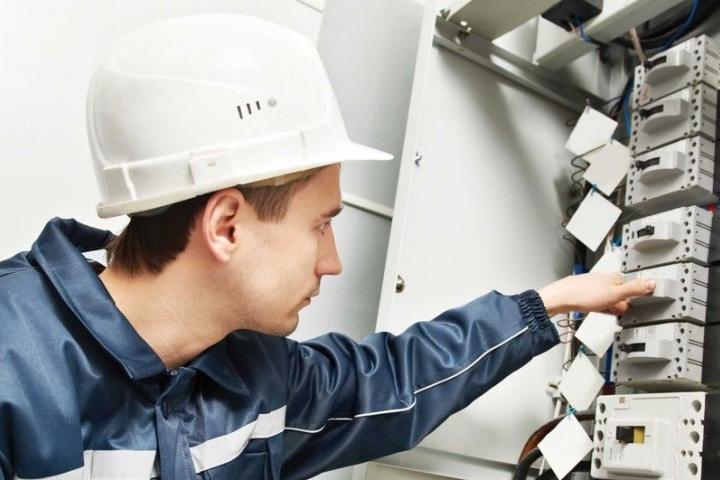 Обучение и проверка знаний электротехнического и электротехнологического персонала по электробезопасности (2 группа допуска) до 1000 В