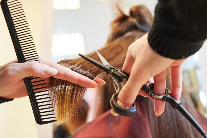 Специалист по предоставлению парикмахерских услуг (256 часов)